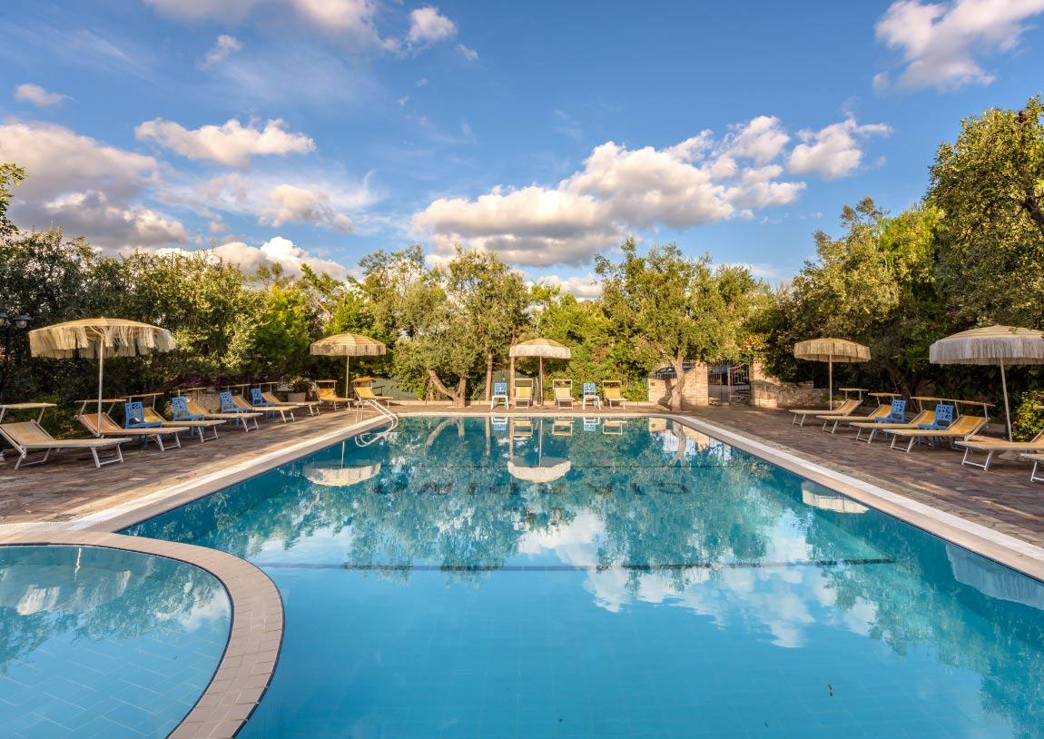 hotel con piscina rodi garganico residence con parcheggio